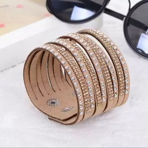 Jewelry - ⭐️• C r e a m Crystal Began Leather Bracelet • ⭐️